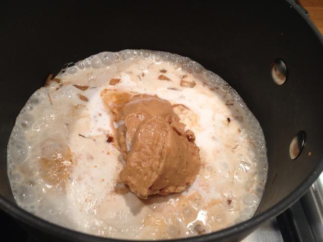 Añadir 1 cucharada colmada de mantequilla de cacahuete crujiente (tratar de conseguir uno que es orgánica y cacahuetes si puedes 100%)