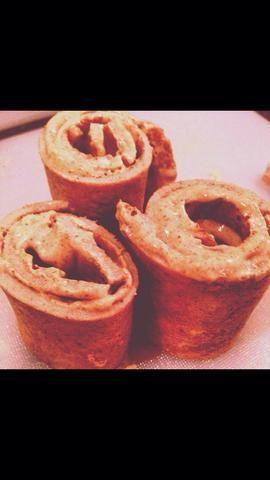 Guinda Smear en cada pieza y roll up. (Rinde 3-5 rollos dependiendo del tamaño de la sartén). ¿¿¿¿¿¿Disfrutar??????