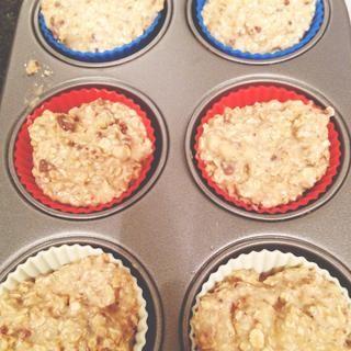 Ponga la mezcla en moldes para muffins / bandeja. (Spray bandeja con luz alevines si no se usa tazas)