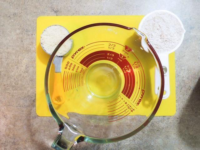 Medida 1/2 taza de harina de avena, 1/4 taza de harina de almendra
