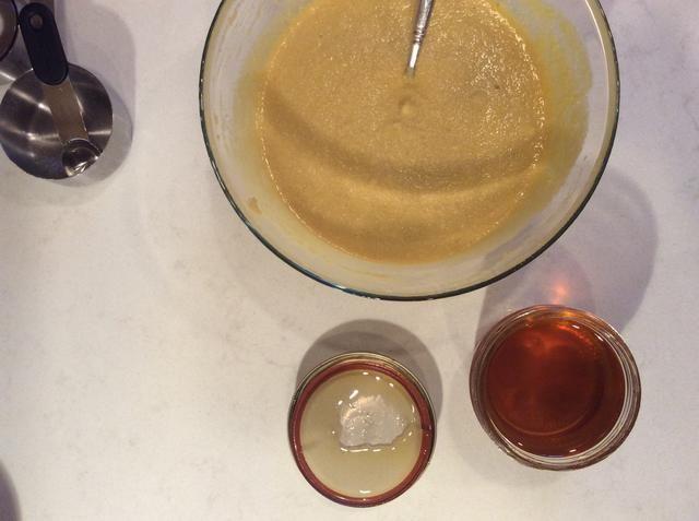 Agregar la miel y revuelva.