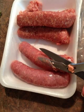Cuando pueda't find Italian sausage in bulk, I just buy links and remove the casings. A kitchen shears is a must for SO many kitchen cutting tasks.