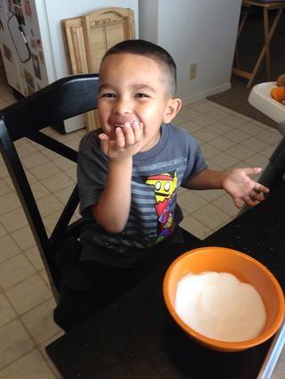 Mantenga sus ojos en su hijo de 4 años. A nadie le gusta las galletas de azúcar después de que su niño se lamió los dedos.