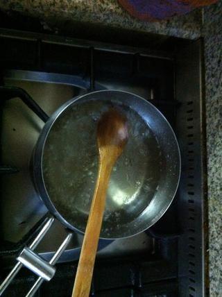 Apague el fuego después de cocinar durante 7 minutos. Dejar enfriar por completo y llegar a la temperatura ambiente.