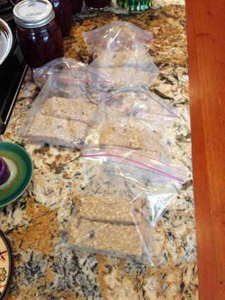 Almacenar en bolsas de plástico, mantener en la nevera y se'll last for about a week!