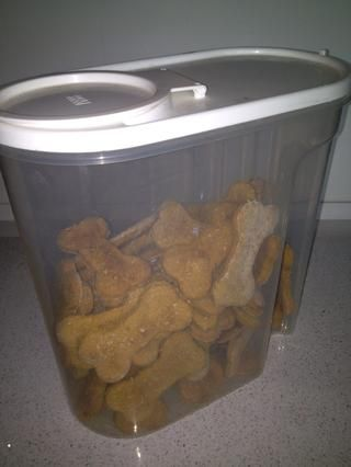 Coloque en un recipiente hermético para mantener. Debe durar hasta un mes en un / lugar fresco y oscuro.