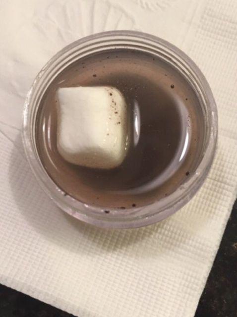 Cómo hacer vacaciones cacao caliente con sabor Lip Balm