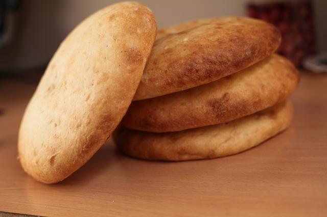 Esto es lo que pretendemos para hoy. De hecho, es el pan santo real que se utiliza en las iglesias de Oriente Medio para celebrar ocasiones religiosas católicas.
