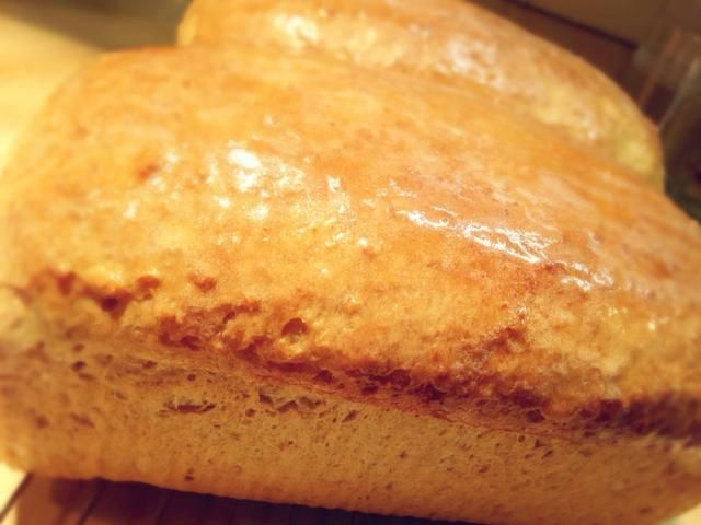 Frotar la mantequilla sobre la parte superior de los panes y dejar enfriar.