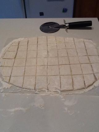 Cortar en sentido contrario para hacer plazas dumpling.
