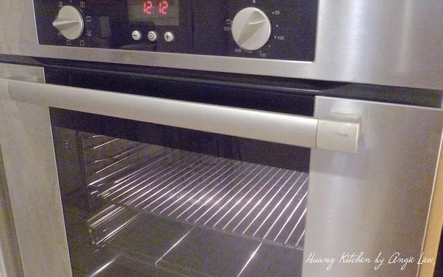 Precaliente el horno a 400 grados F (200 grados C). Coloque una rejilla en el centro del horno.