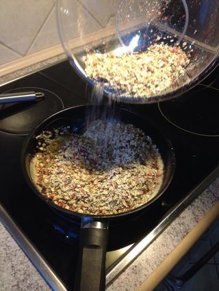 Agregue los ingredientes secos a la mezcla de azúcar ...