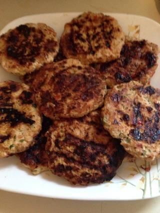 Asegúrese de cocinar bien. Con esta receta que hice 15 pequeñas hamburguesas.