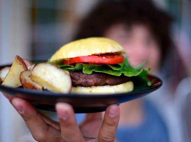Cómo hacer casera miel Bollos de hamburguesa Receta