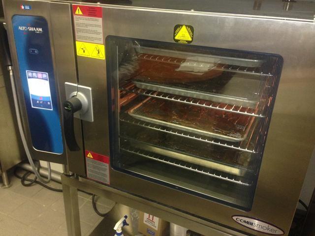 Eliminar después de 4 horas y lugar en cocinero y mantener o sostener horno. Temperatura Ajuste a 165 grados durante 5 horas como mínimo.
