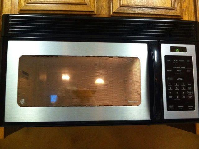 Ponga el recipiente en el microondas durante 1 minuto. Parar cada 30 segundos y se agita.