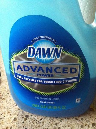 Media cucharada - utilizar cualquier detergente que tiene en casa.