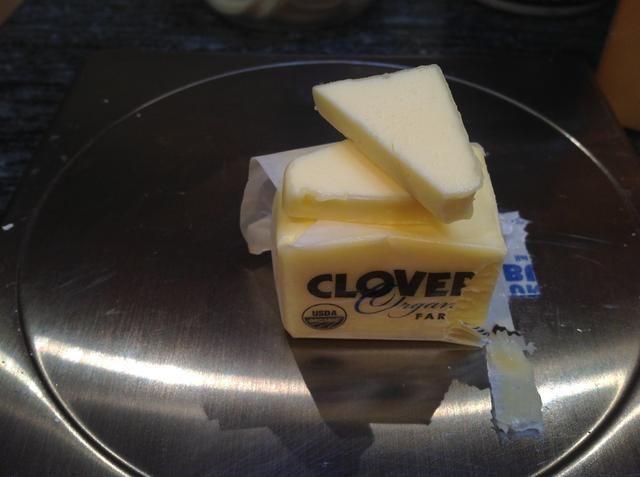 Asegúrese de que su mantequilla sala templada, a continuación, pesar 125 gramos.