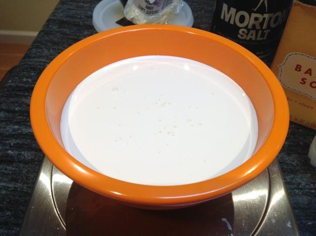 Pesar 125 gramos de crema de leche.