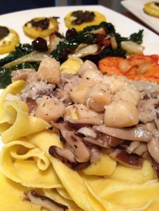 Cubrir con la salsa / verduras / carne / pescado favorito, etc y disfrutar !! Una vez que haga la cosa real que'll never want dried pasta again! I promise.