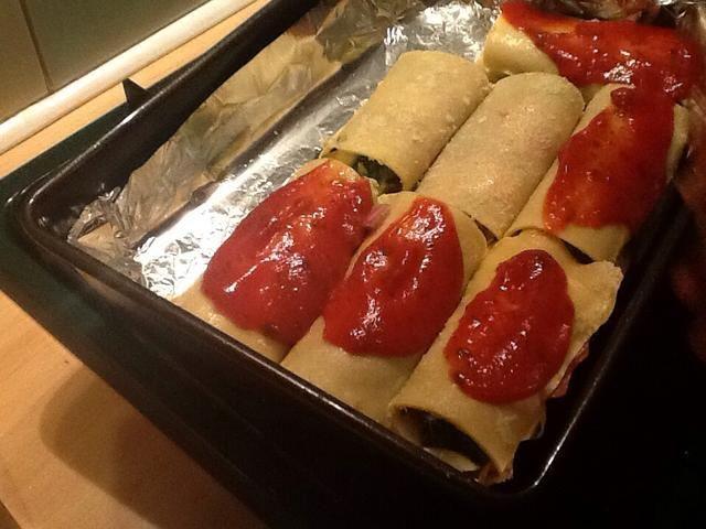 Salsa de tomate Cuchara en la parte superior. Se utiliza una botella de Ragu, pero normalmente hago salsa desde cero.