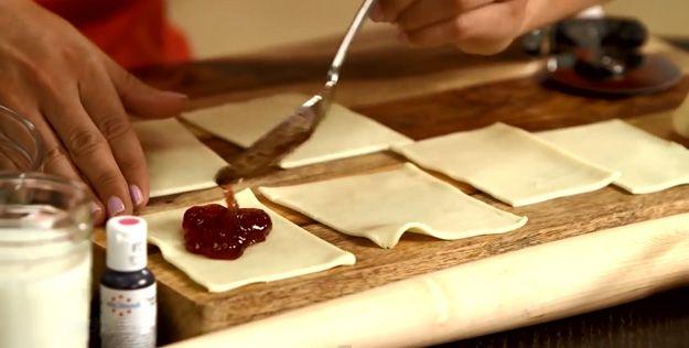 Cómo hacer Savory Pop tartas para el brunch   http://artesaniasdebricolaje.ru/how-to-make-homemade-pop-tarts/
