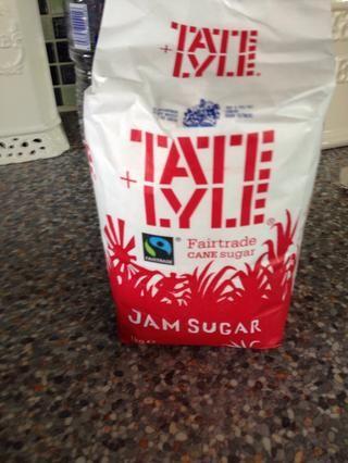 Obtener 1 kg de azúcar mermelada. Tiene que ser el azúcar mermelada para ayudar al conjunto de mermelada!