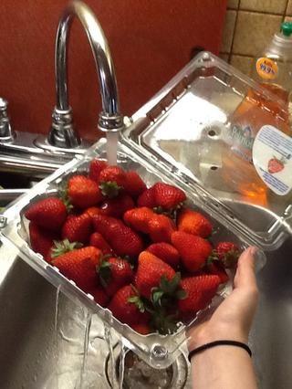 Primero se lava las fresas