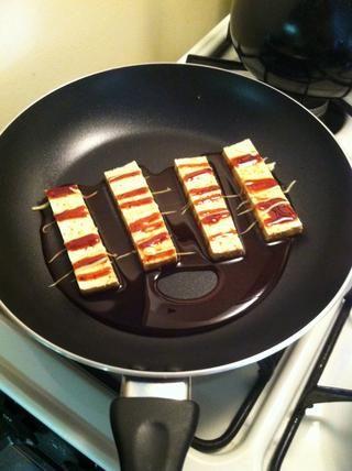 Asegúrese de que sea la proteína que está cocinando está listo para ir. (Tengo el tofu aquí)