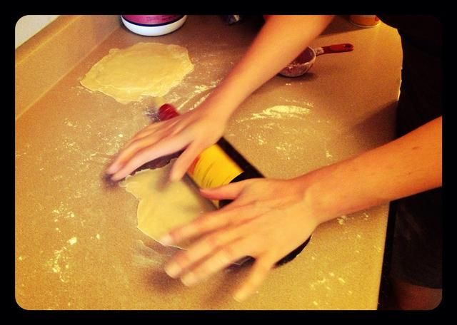 Desenrollar. Yo no't have a rolling pin, so I used an old wine bottle. It works great!
