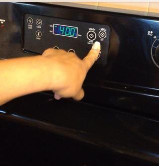 Precalentar el horno a 400' F.