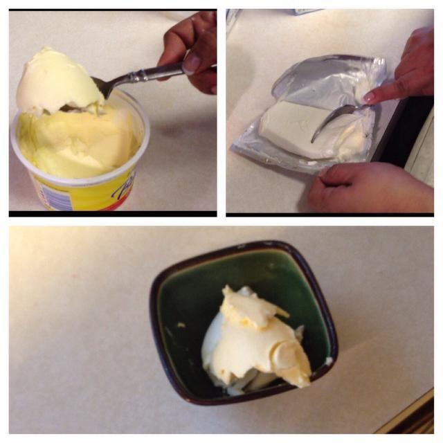 Coloca 1/2 taza de mantequilla y crema de queso, y poner los ingredientes en el tazón