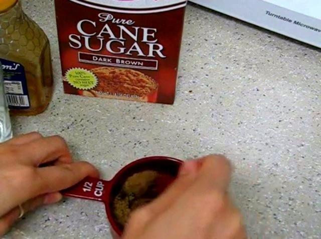 A continuación, mezclar todos juntos después de mezclar los ponen en el microondas por menos de 1 minuto ... después de hacer que sacarlo y fría por 10 minutos antes de aplicarlo.