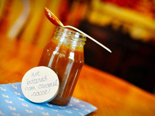 Cómo hacer mantequilla caliente ron salsa de caramelo Receta