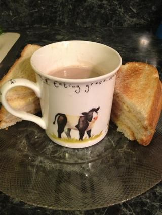 Personalmente, me gusta beber chocolate caliente con un poco de pan tostado con mantequilla. ¿Qué hay de tí?
