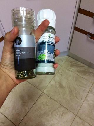 Añadir sal y pimienta al gusto