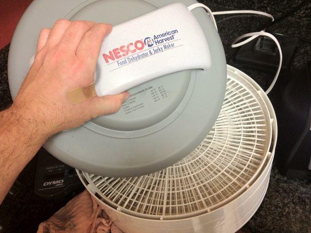 Deshidratador NESCO simple. $ 60 en Bed, Bath and Beyond. Enlace aquí: http://m.bedbathandbeyond.com/bedbathbeyond/product/detail.do?itemId=14099344&categoryId=&path=