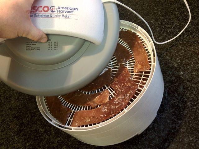 Gire bandejas cada hora (o menos.) Bordes exteriores se secan más rápido que el interior, por lo que la posición giran demasiado a veces.