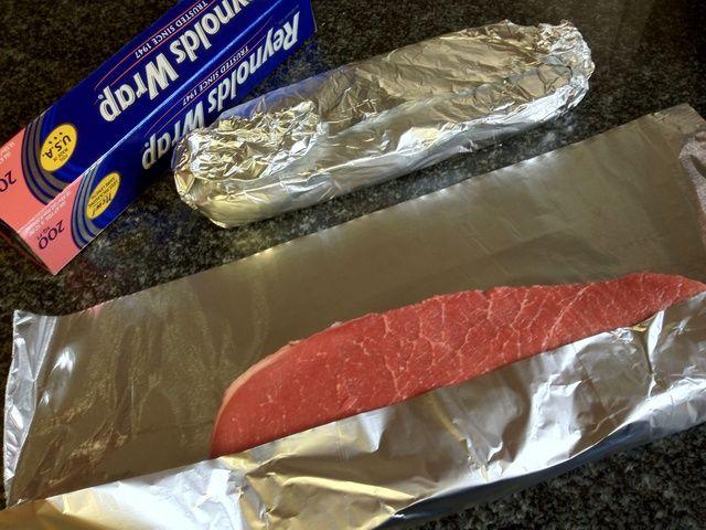 Envolverlos en papel de aluminio para una visita rápida al congelador. Este paso es hacer que la empresa de la carne por lo que's easy to slice thin and even!