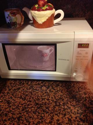 Calentar 2 tazas de leche en el microondas durante apx 1 min 15 seg