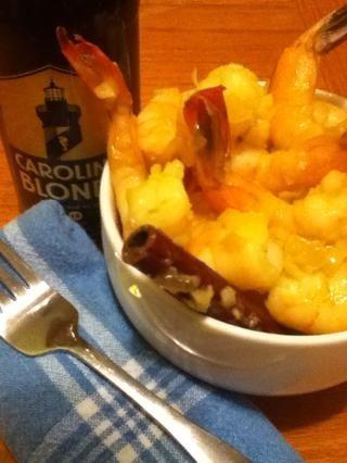 Servir como aperitivo asesino con cervezas frías y paños de cocina en lugar de servilletas. Tal vez toallitas húmedas también,'cuz these are as messy as a crawfish boil!