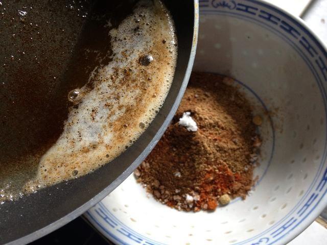 Añadir la mantequilla derretida