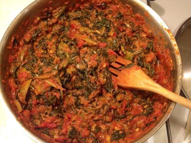 Coma el tomate y espinacas