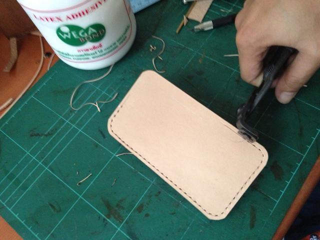 Haz un agujero utilizando sus pinzas agujero de costura