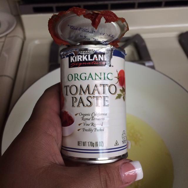 Una vez que el ajo se cuece en la pasta de tomate y mezclar bien!