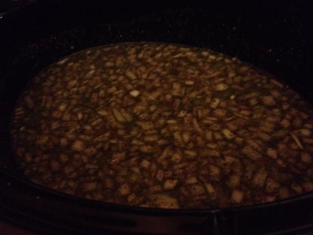 Dejo la sopa en la olla de barro toda la noche en baja y hago las albóndigas y añadir la pasta / espinacas en la mañana.