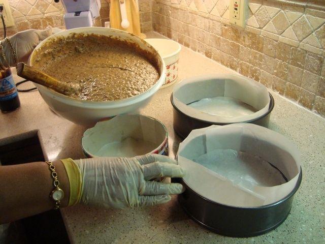 Prepare sus cacerolas (sartenes 1 cacerola 9inch o 2 primavera) con papel pergamino.