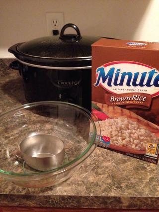 Tome su arroz y cocinar como instrucciones dicen en la caja. Si usted tiene un vapor arroz hacerlo antes se hace la comida crockpot. También quiero un vapor arroz!