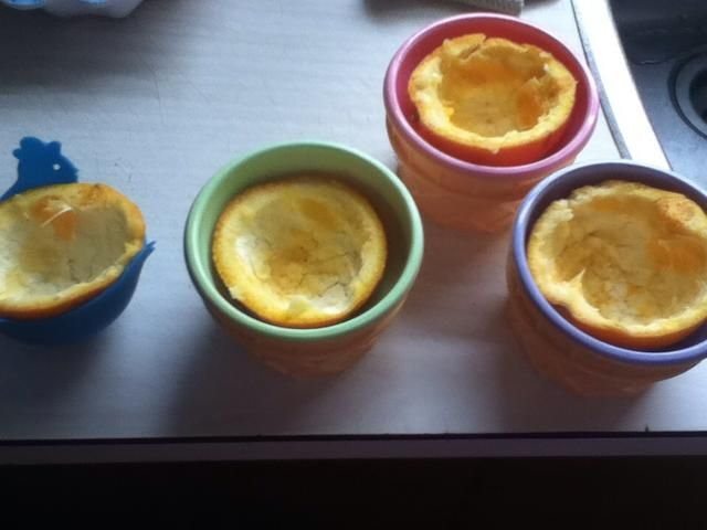ahora, después de que've scooped the orange out, they should look like this. I put my orange peels in bowls, but cupcake tins work too!