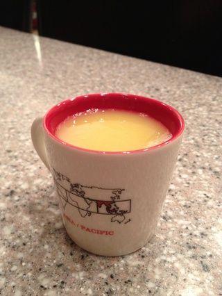 Hacer jugo de naranja o ensalada de frutas con naranja adicional.